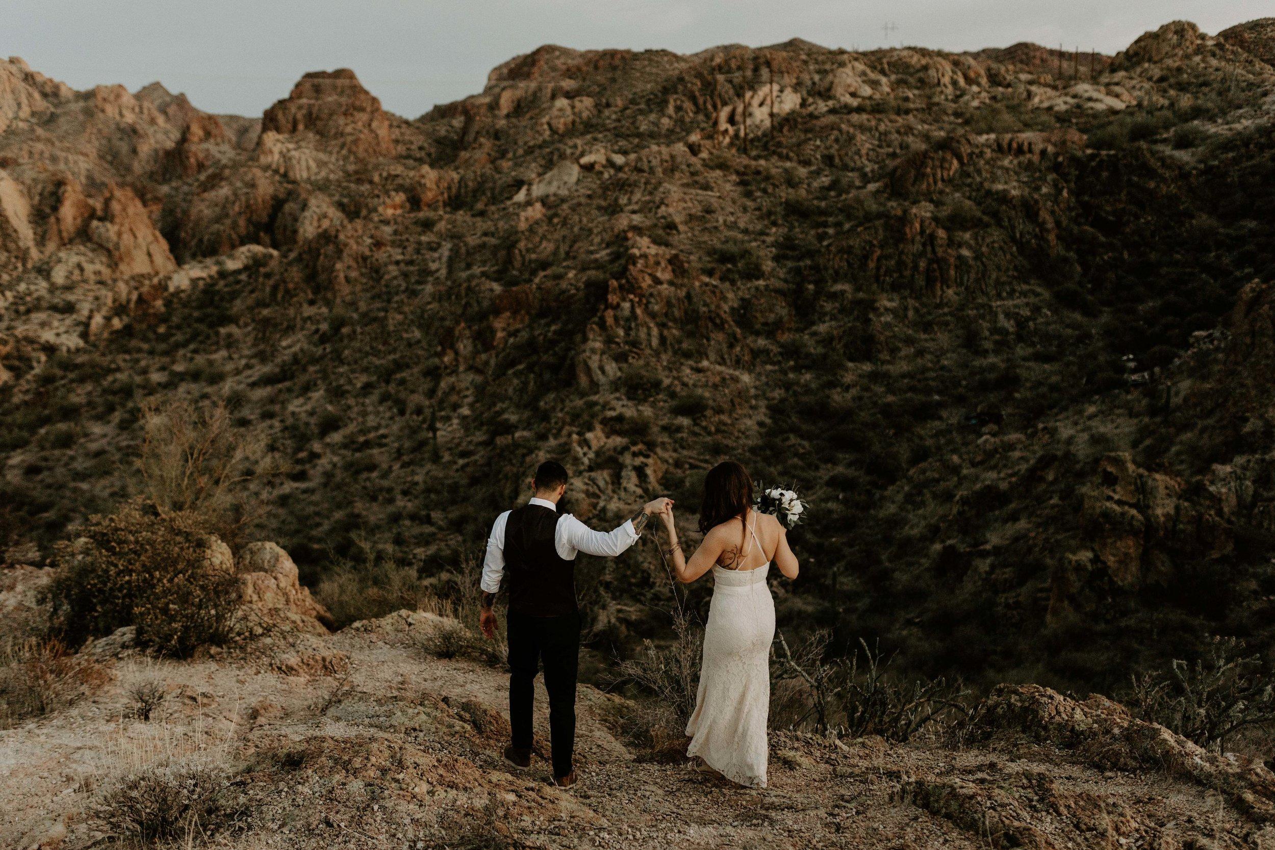 ArizonaDesertElopementErikaGreenePhotography24.jpg