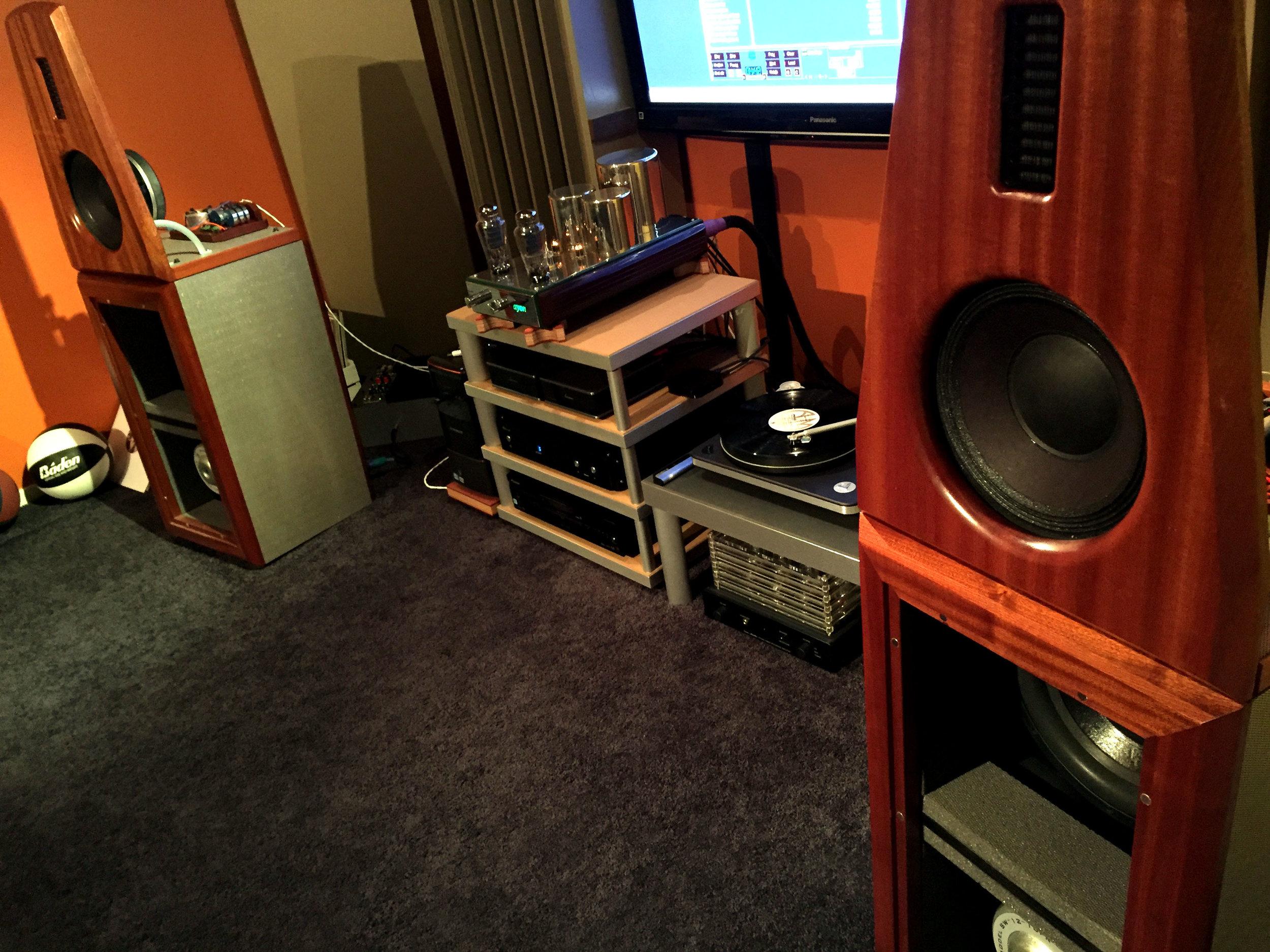 Mike Ke System : XXHighEnd, M2 Tech hiFace Evo USB to SPDIF converter, Audio GD Master 7 DAC, Ayon Sunrise integrated, Custom open baffle speakers, GR Research servo bass amps, Clearaudio Performance SEP, Denon DL-103R , Jasmine LP 2.0 S