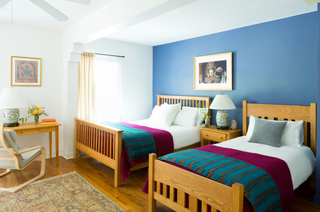 PACKAGE 3 - DELUXE DOUBLE W/ PRIVATE BATH Features: Deluxe Double Room, Two Twin Beds, Private Bath, High Speed Wi-Fi Internet