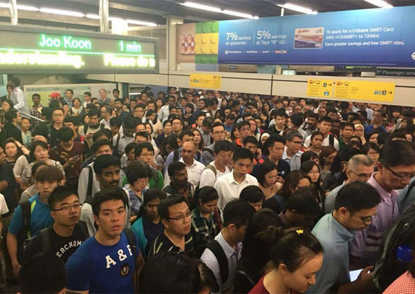 Stranded commuters. Picture is from http://newnation.sg/wp-content/uploads/mrt-breakdown2015.jpg