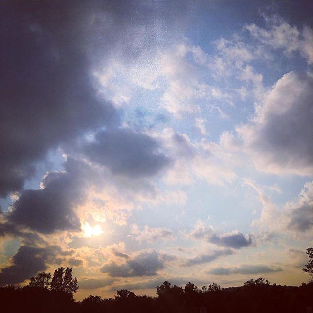 Always look up. ⛅️ Last night's sunset. 🌅  #sky #sky_brilliance #sky_lovers #sunset #sunsets #sunsetskies #sunsetlover #sunset_love