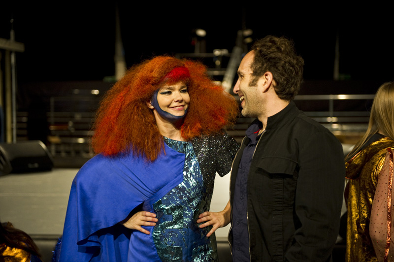 Björk in her amazing spliced mini-dress/evening gown with Scott Snibbe at rehearsals