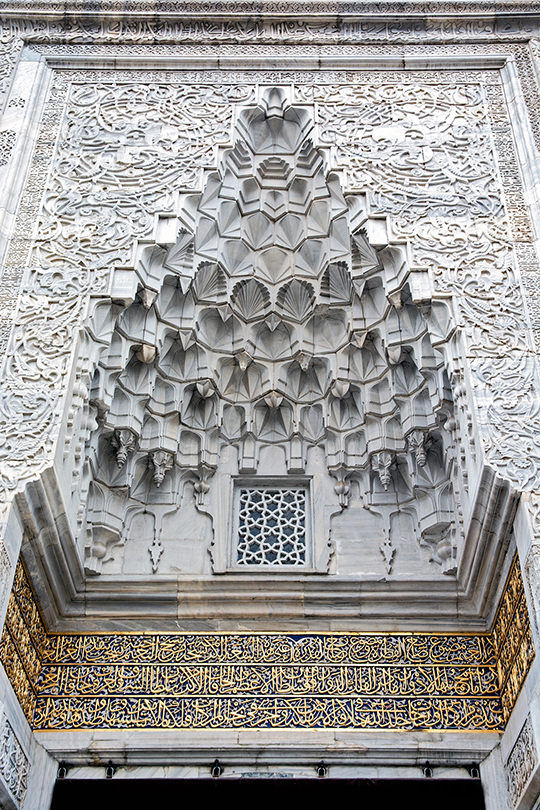 Maqarna above Yesil mosque entrance