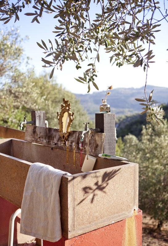 summer outdoor wash basin