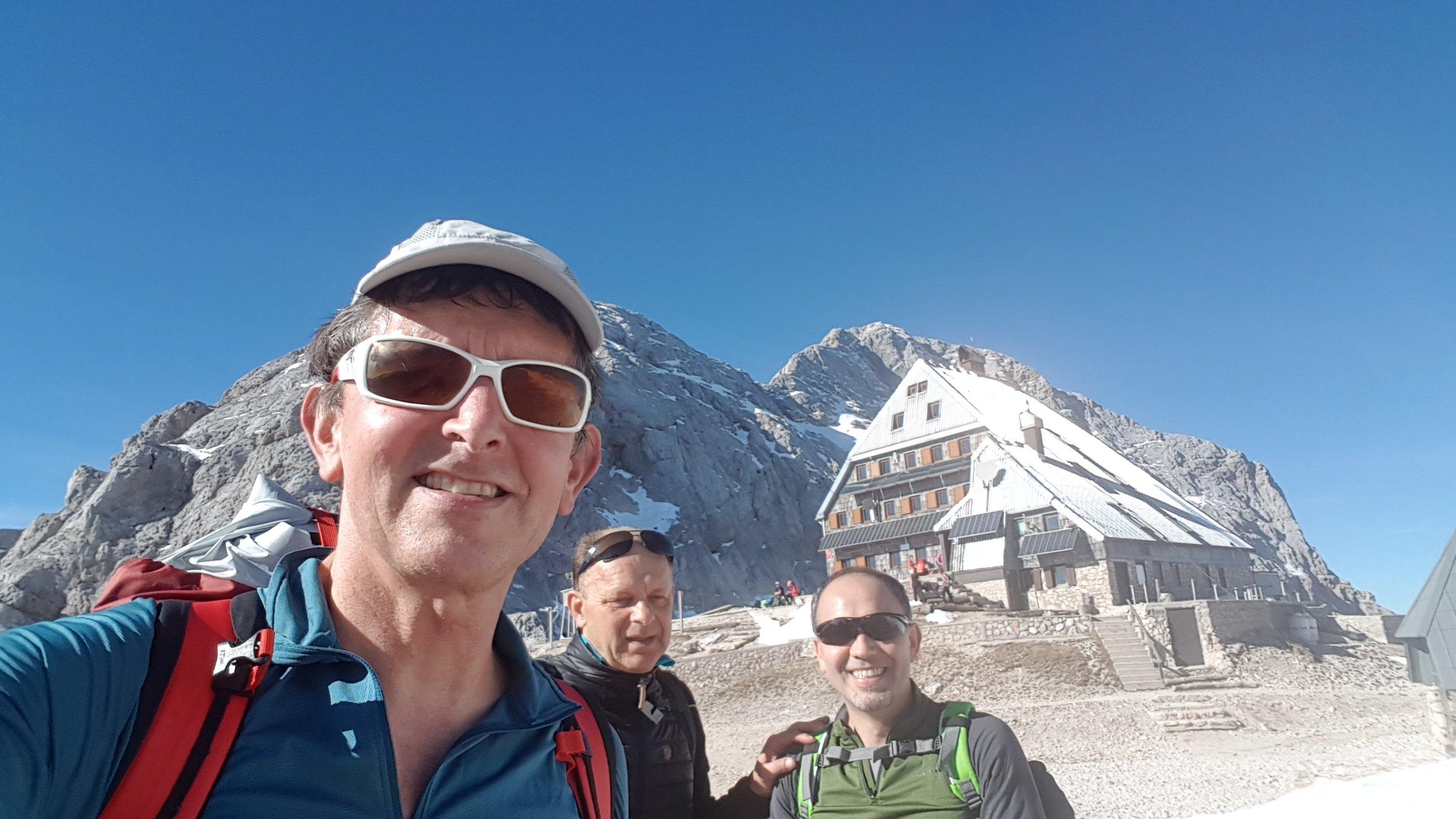 Krederica Hut 25015 m