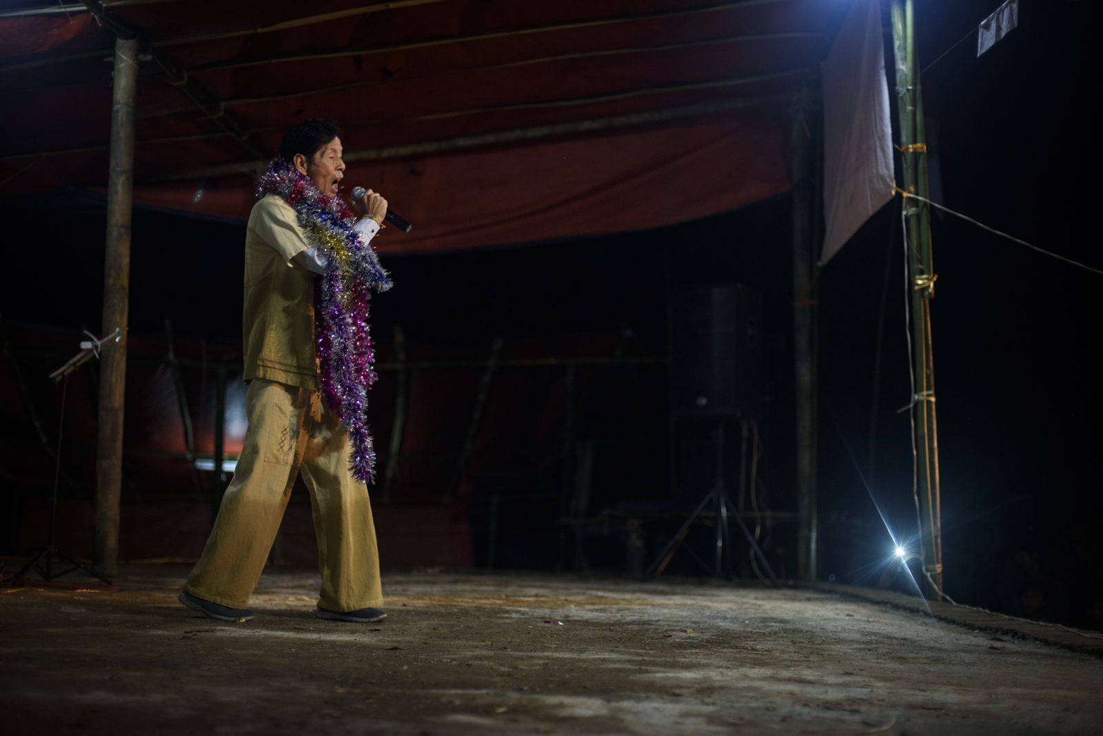 A musician sings Shan pop songs at a concert organized by the SNLD.