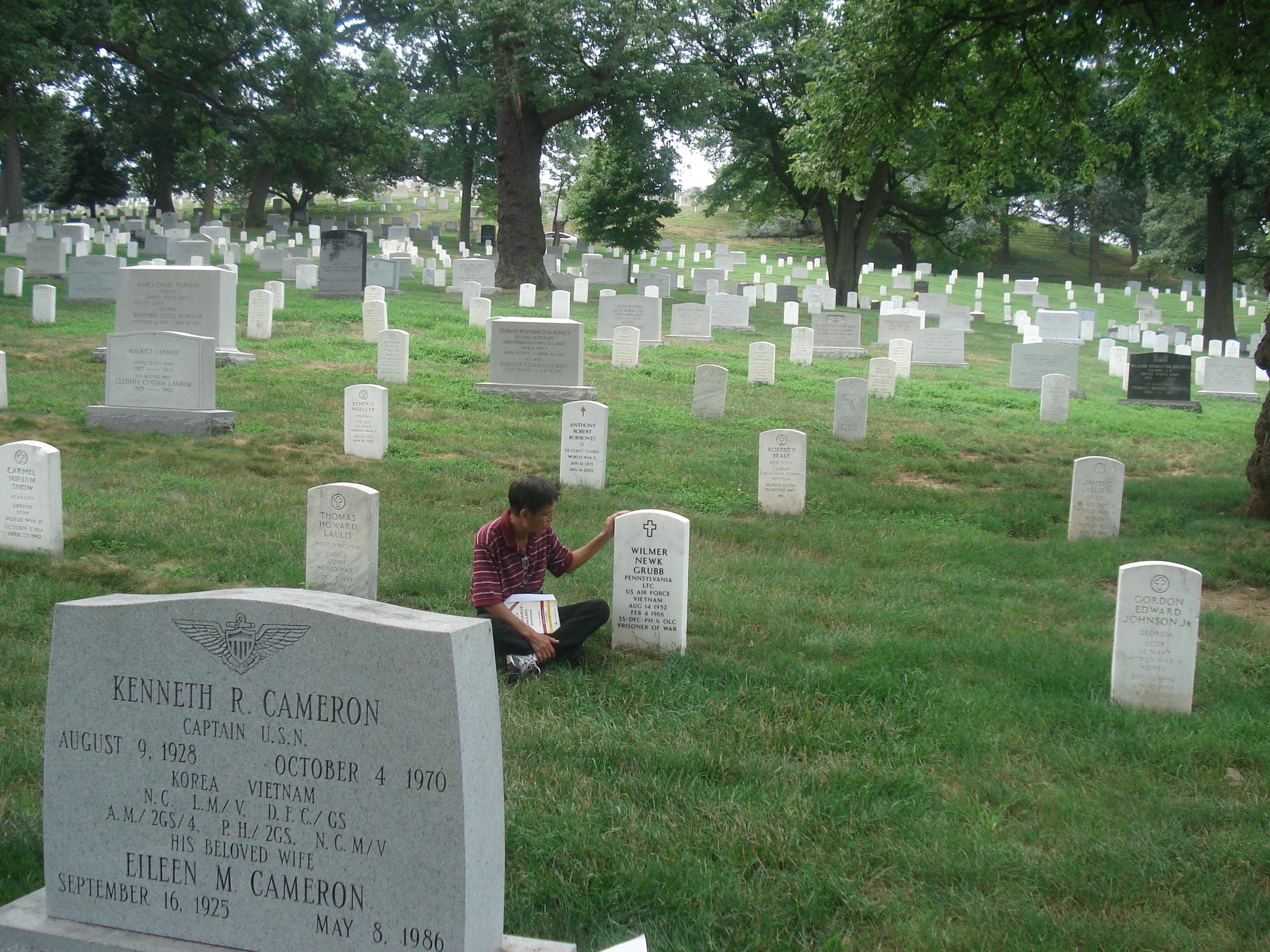 Du Pham visitsArlington National Cemetery