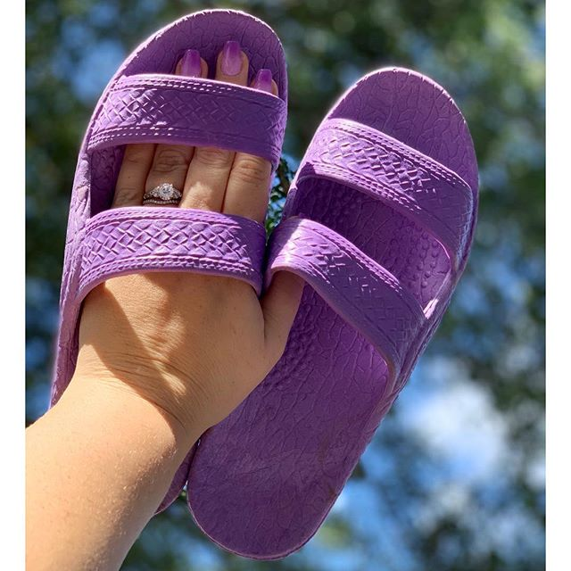 Anyone out there matching their #jandals and their nails?? #palihawaii  #palihawaiijandals #palihawaiisandals #jesusshoes