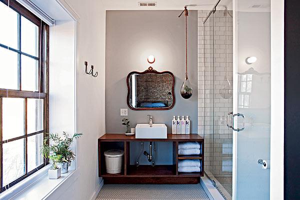 H20110301-Inn-Style-mirror-and-planter-bathroom.jpg