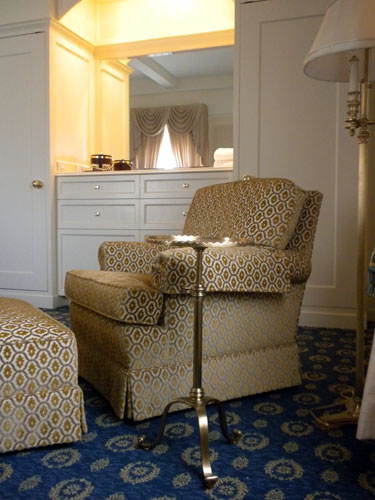 hospitality-amway-presidential-suite-seating.jpg