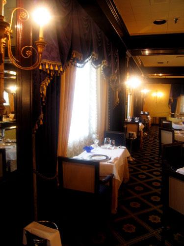 hospitality-amway-1913-room-table-1.jpg
