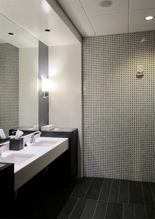hospitality-amway-ruths-chris-restroom.jpg