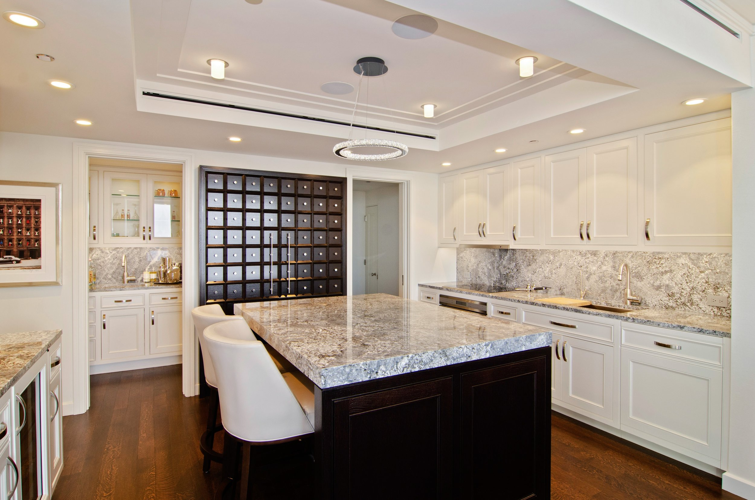 06_180EPearsonSt_Apt4601_5_Kitchen_HiRes.jpg