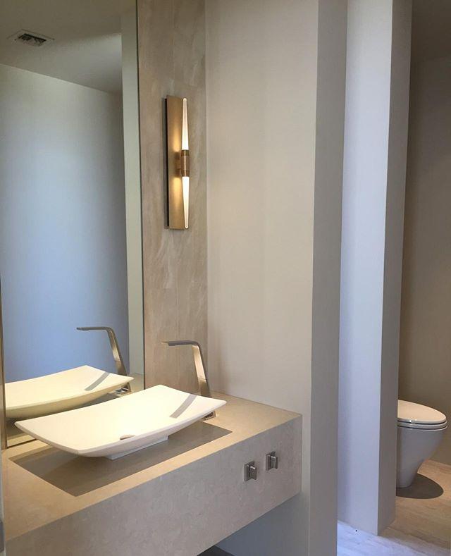 A Powder Room with Finesse ⠀ #GoochDesignStudio #PowderRooms #LuxuryMaterials