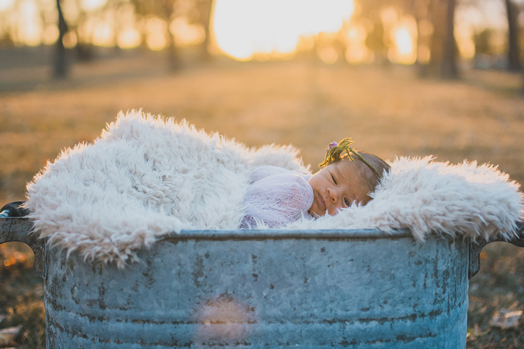 outdoornewbornphotography1.jpg