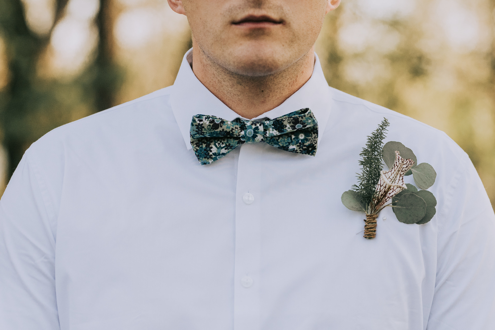 aendee-floral-bow-tie-eucalyptus-boutineirre.png
