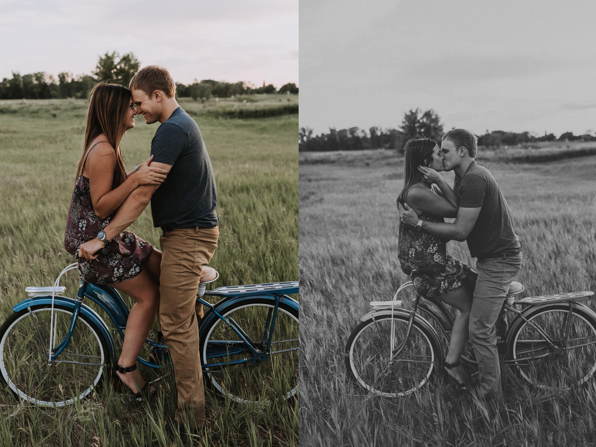 vintage-bike-engagement-photography.png