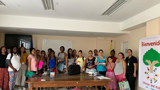 Today makes another successful workshop at Centro De Salud Vallado. Dr. Joanna lead a series of talks based on prenatal and postnatal care, nutrition, and lactation. Martha Galvis lead a talk on the importance of mindful parenting and goal setting, and Stephanie Quintero lead a group meditation and reflection. Thank you to all our supporters for making this happen as well as @grupo_coomeva and @colgate for donating materials and information. #empowerment #globalhealth #salud #health #nutrition #mindfulparenting #meditation #mindfulness #pregnancy