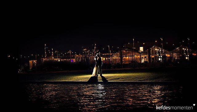 Nightshot @brasseriebuitenhuis  #nachtfotografie #bruidsfotograafrotterdam #nazomer  #liefdesmomenten #weddingphotography #weddingphotographer #photo #weddingfilm #wedding #yesido #theperfectwedding #prewedding #trouwen #bruidsfotograaf #trouwfotograaf #bruidsfotografie #destinationwedding #bride #groom #weddingdress #trouwenin2018 #trouwenin2019