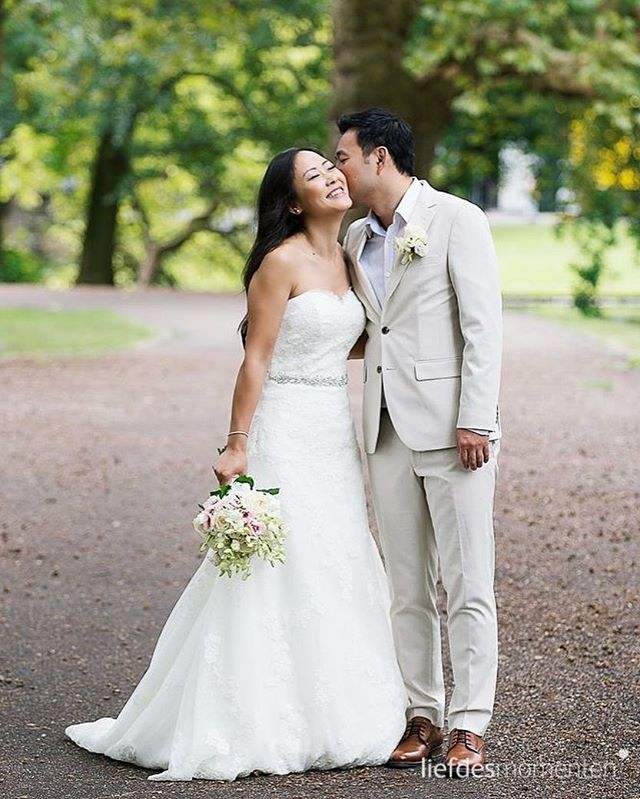 Stroll in the park in Rotterdam.  #bruidsfotograafrotterdam  #liefdesmomenten #weddingphotography #weddingphotographer #photo #weddingfilm #wedding #yesido #theperfectwedding #prewedding #trouwen #bruidsfotograaf #trouwfotograaf #bruidsfotografie #destinationwedding #bride #groom #weddingdress #trouwenin2018 #trouwenin2019