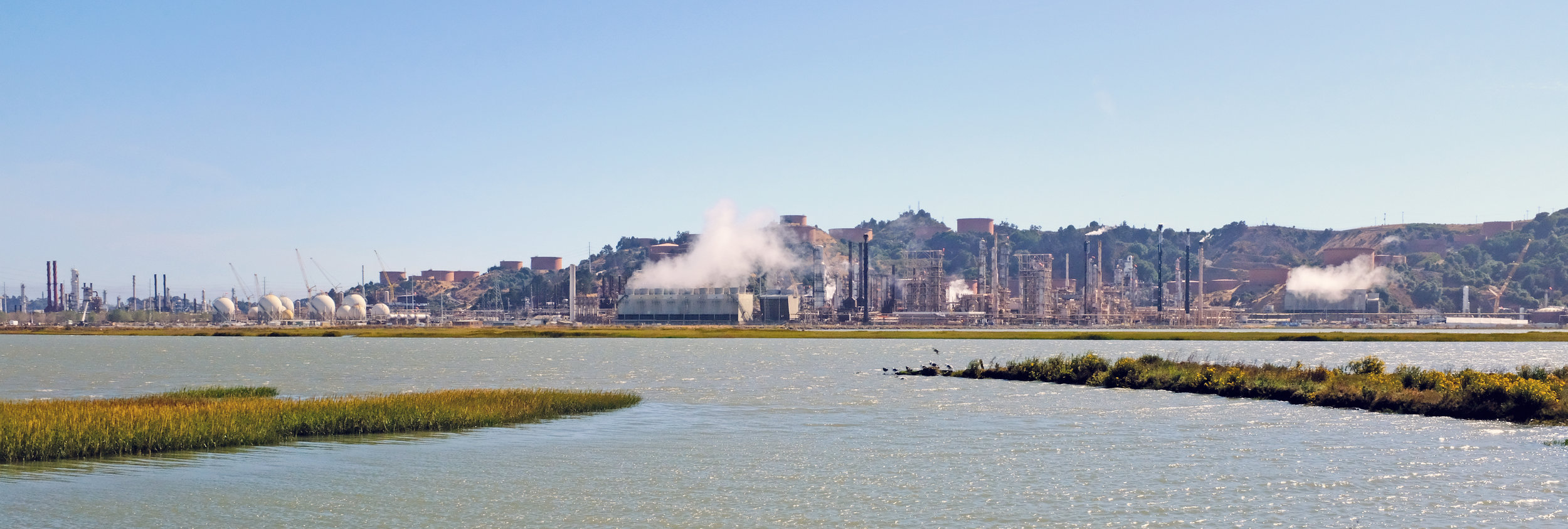 Chevron_Richmond_Refinery_view_from_Bay_Trail,_August_2017.jpg
