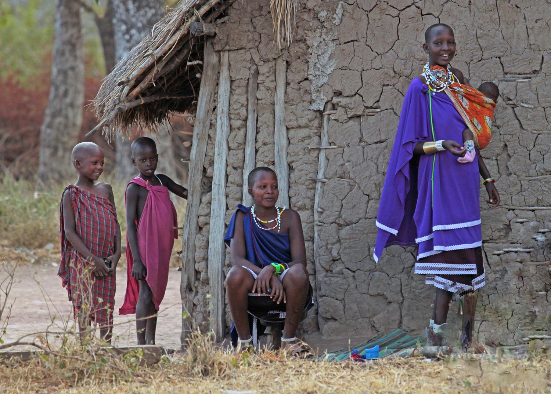 7945~COP~Masai_Mother_And_Children~Green~Bernard~FVC.jpg