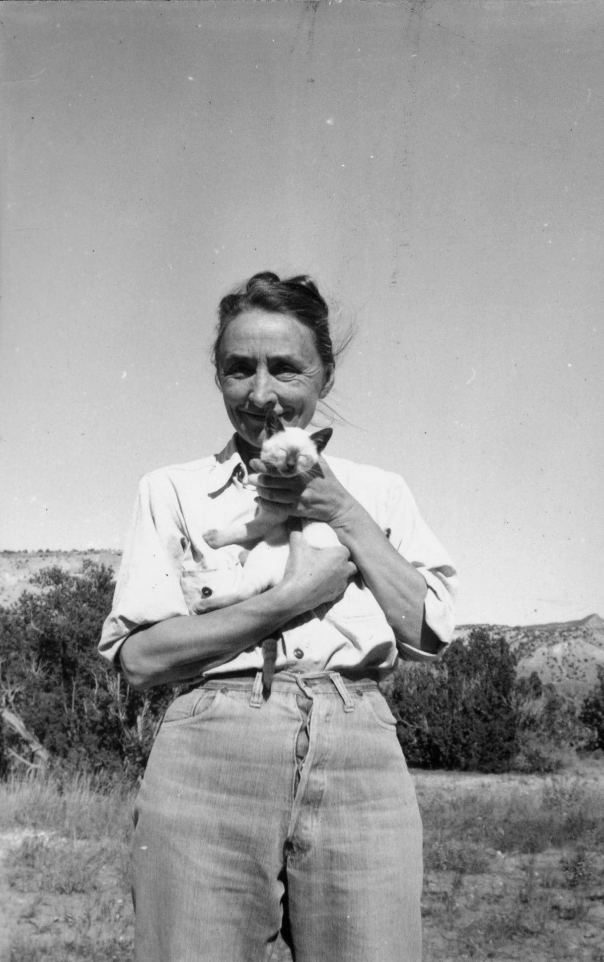 georgia o'keefe WITH CAT
