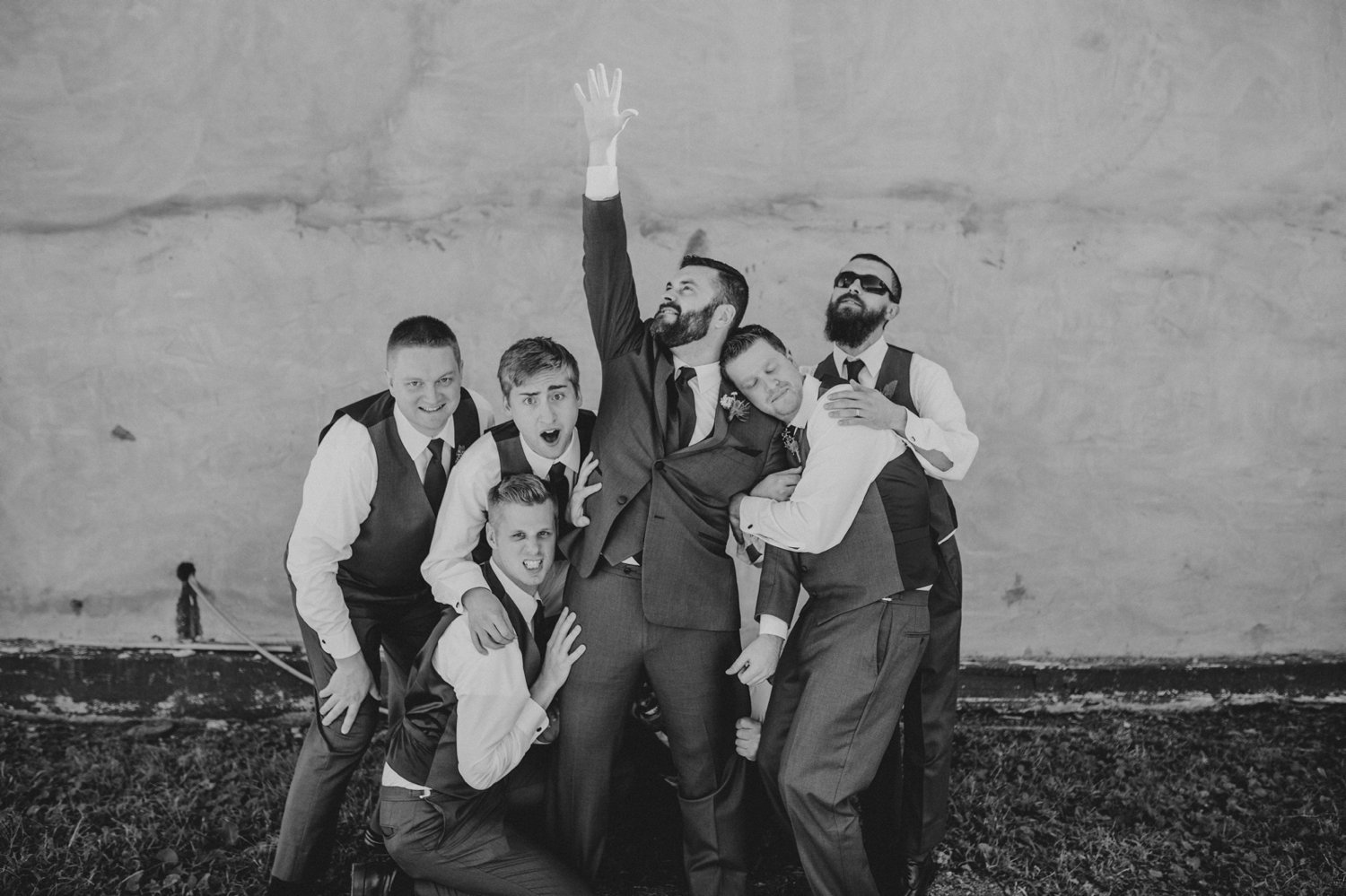 silly groomsmen picture