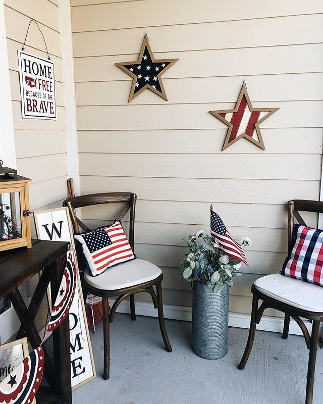 Another season, another themed porch decorating frenzy ☀️🇺🇸