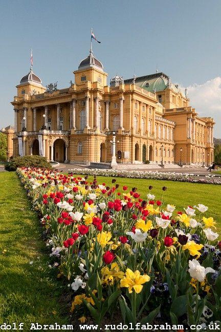 Theater Zagreb.jpg