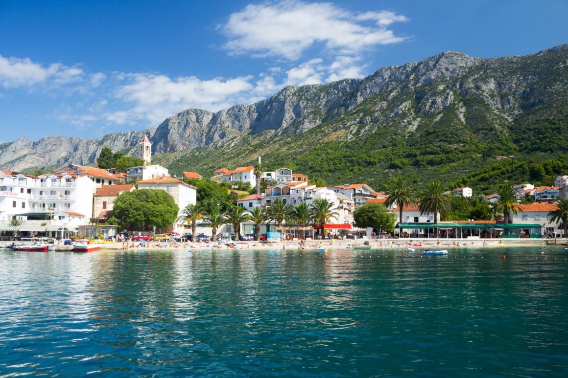 gradac-split-gorgeous-view-on-beach-and-mountains-behind-in-gradac-croatia-710-.jpg