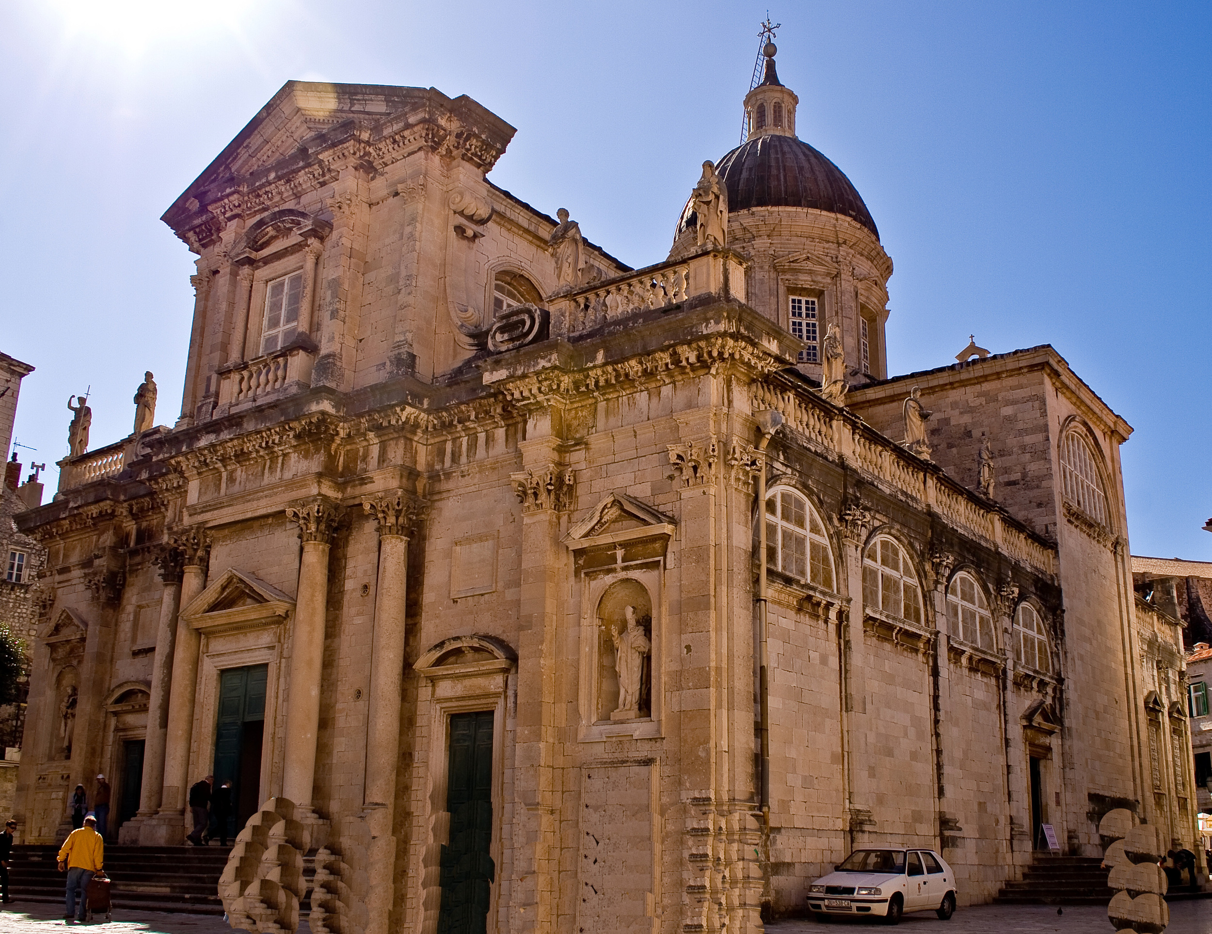 Dubrovnik_-_Cathedral_of_the_Assumption_of_the_Virgin_Mary_8166.jpg