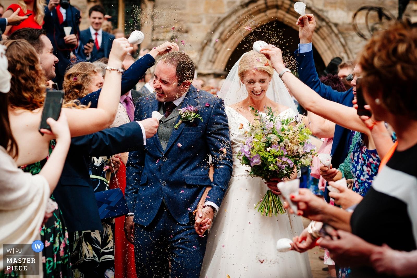 unposed wedding photography - confetti run