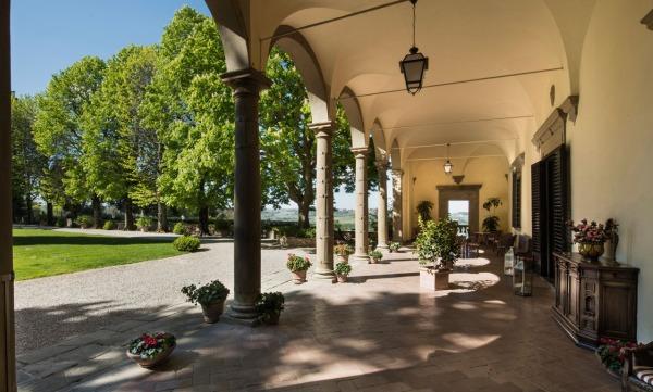 Villa-Il-Poggiale-loggia.jpg