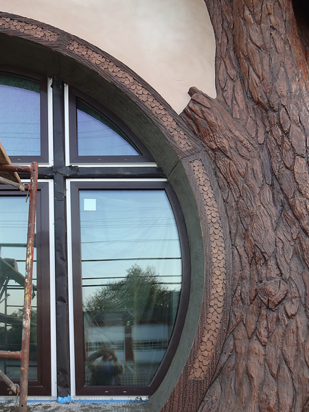 front right window trim sculpted.png