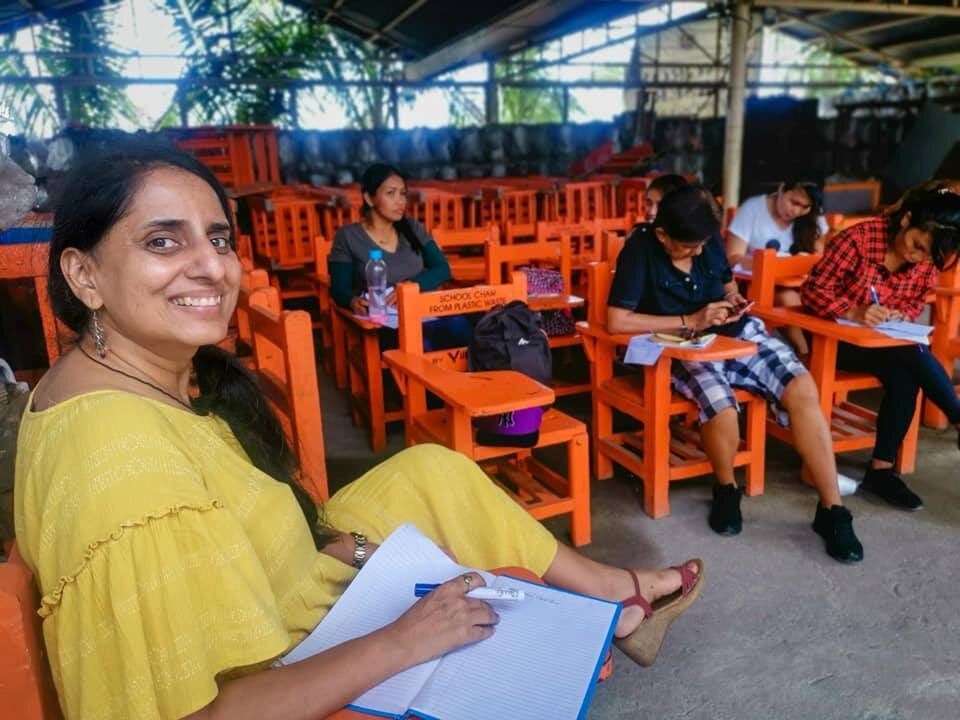 Monica Gupta, a volunteer, teaching the residents in BASECO, Manila English, how to write resume, what to do in an interview and so much more!