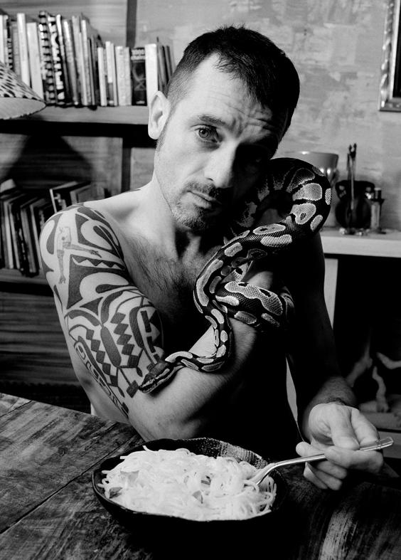 Serpent homme Thierry site NetB OK.jpg