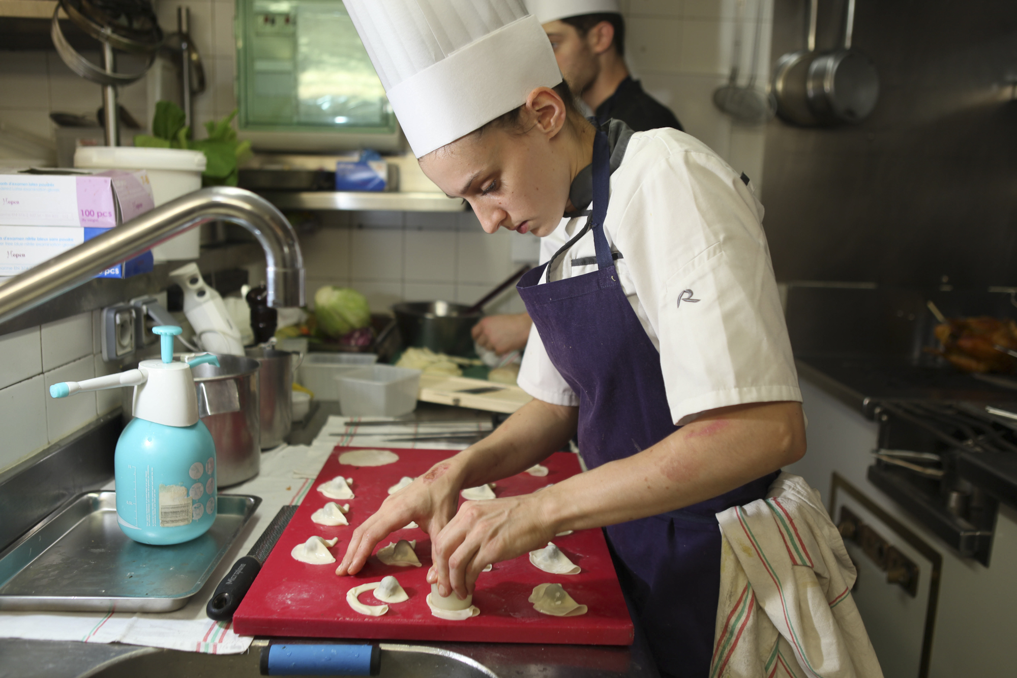 L'Arpege, three Michelin stars restaurant in Paris. Kale ravioli (preparation)