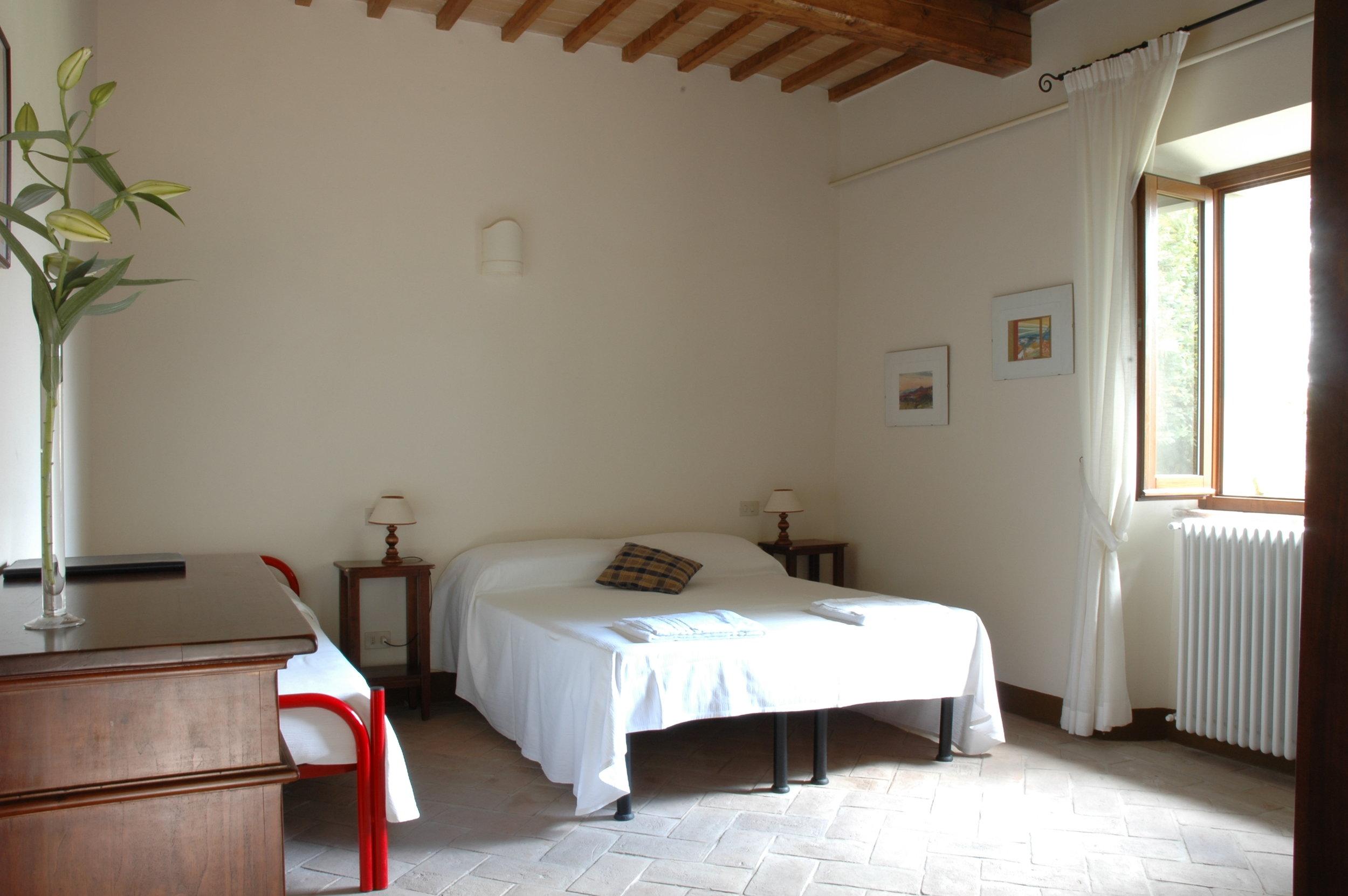 卧室,粉色的建筑。jpg