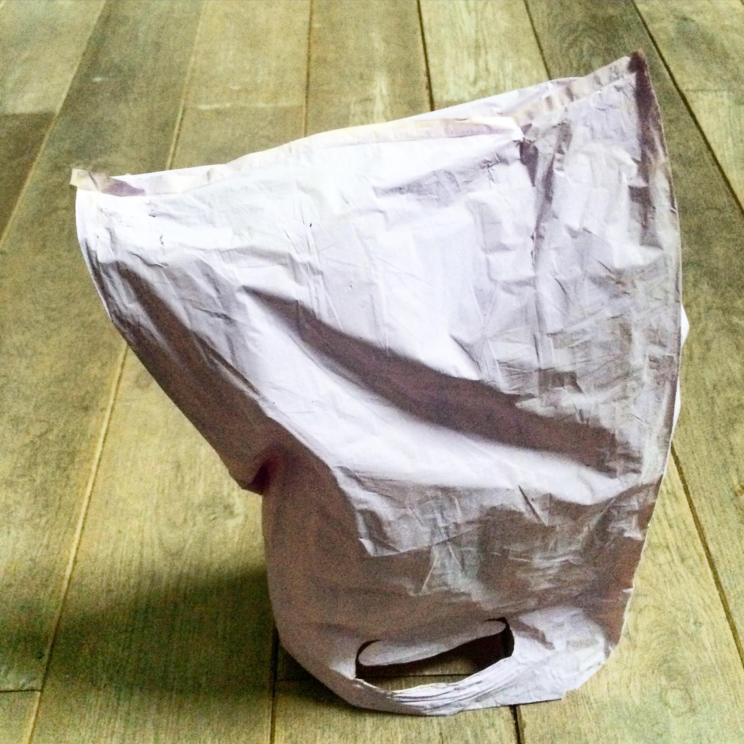 Bolsa , 2016, acrylics on plastic bag.