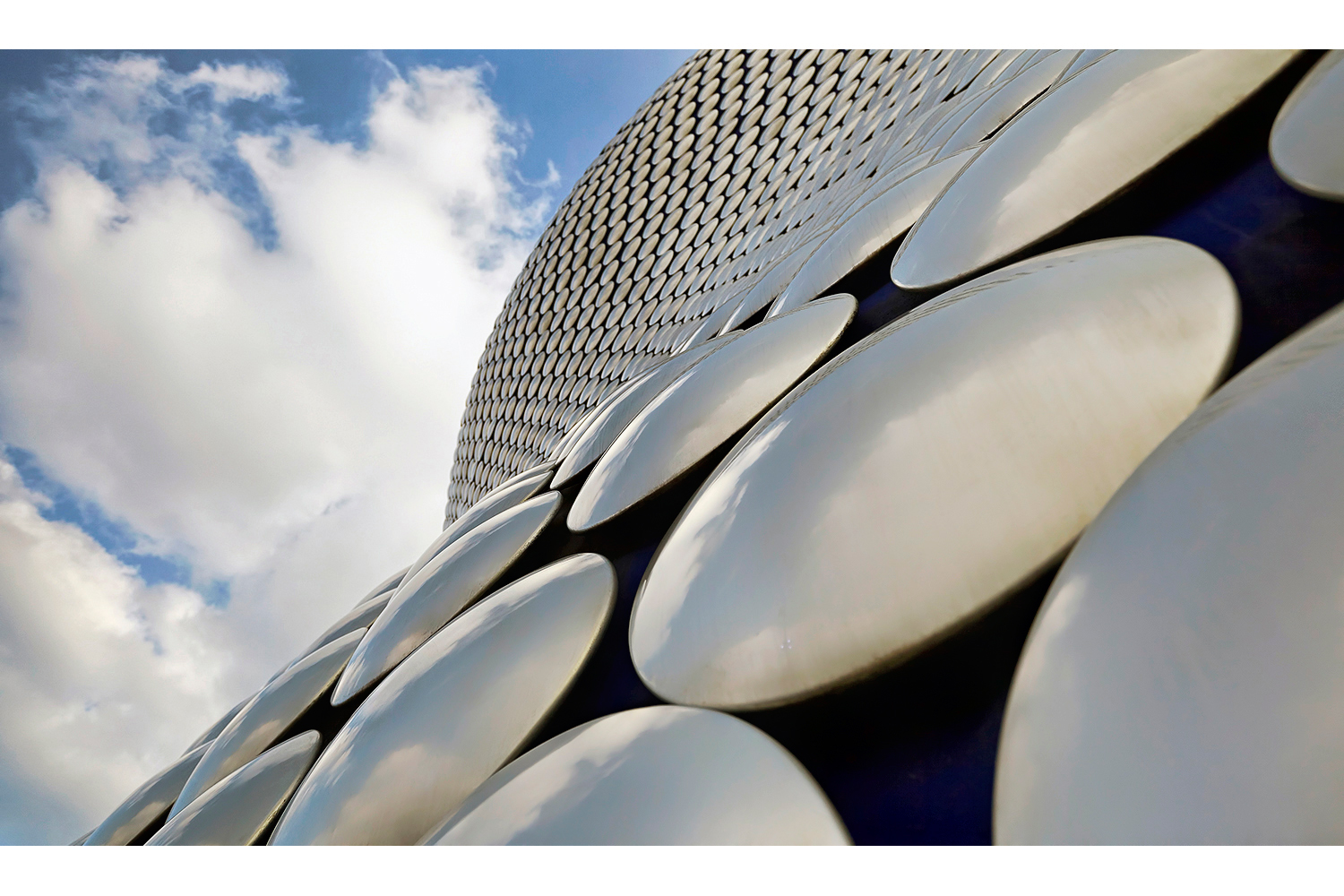 Architectural photography exterior: Selfridges, Birmingham, Midlands, UK. Architects: Jan Kaplický & Amanda Levete. Image (C) Matthewlingphotography.co.uk