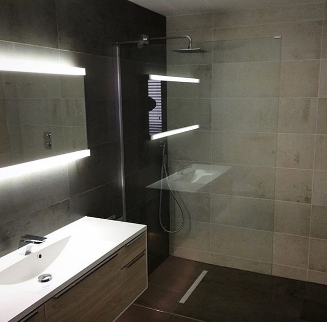 Another One of our finished bathrooms👍🏼porcelain tiles supplied by the @bocchettaceramica tile show room, fitting by us @johnbocchetta_tiling . . . . . . . #tiles #tiling #design #living #woodeffect #home #homedecor #house #houses #luxuryhomes #luxuryliving #style #instagram #bathroomdesign #roominspiration #room #roomdecor #renovation #decor #trending #trend #bathroom #bathroomdecor #construction #bathroomtiles #architect #architect #interiordesign #interior #pinterest #property