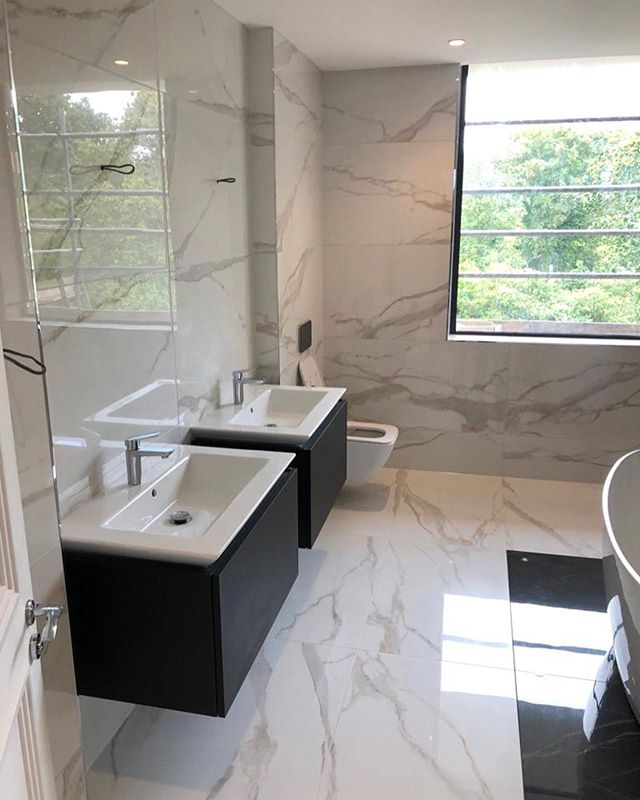 Finished job from the large format bathroom we have been working on 👌🏽 . . . . . . . . . . . #tile #tileinstallation #design #living #bathroomdesign #bathroom #large #largeformattiles #construction #renovation #reno #bathroomdecor #bathroomtiles #home #house #luxuryhomes #luxuryhouses #interiordesign #interior #interiors #architecture #architect #tilingwork #tilefloor #tileshower #bathroomtiles #porcelain #shower #style #luxury #feature