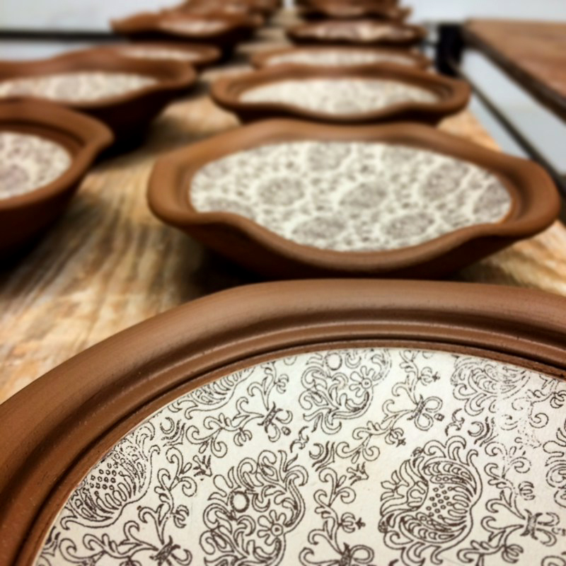 Little plates lined up