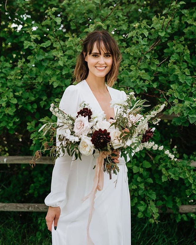 Beautiful glow for this beautiful bride. ✨@sarahcosette @sunnatan