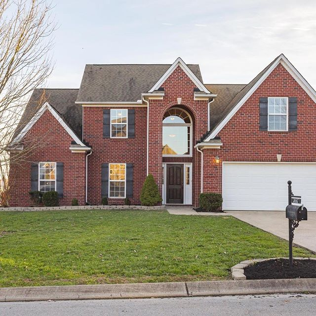 🚨 New Listing Alert 🚨 Spring Hill home in Williamson County! 5 BR/3BA with bonus room and flex/office space with built in desks! Very large kitchen with both formal dining and eat-in area. Ample fenced in back yard for kids and pets. In the Dakota Pointe subdivision.