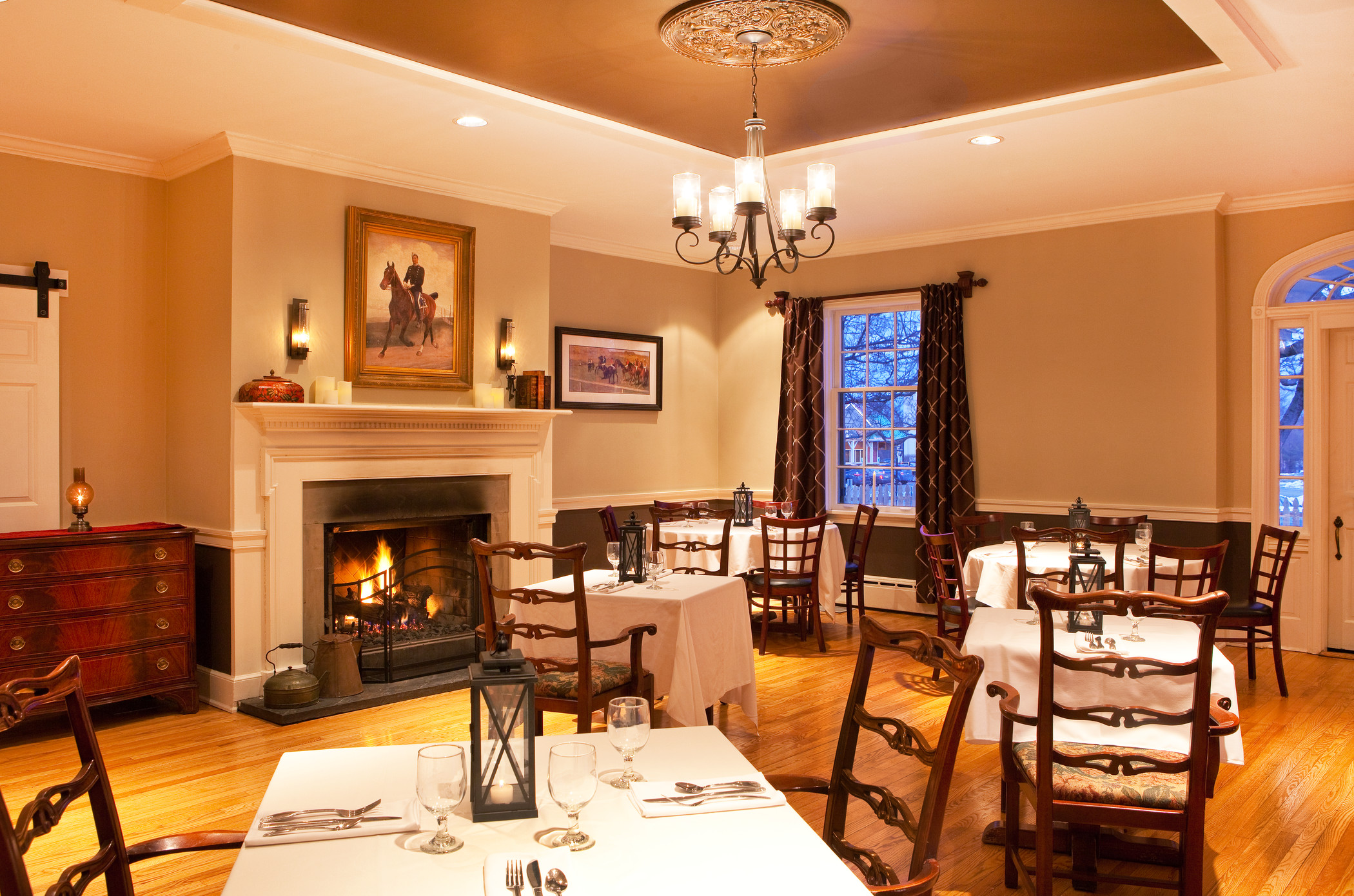 she867re-163723-White Horse Restaurant Dining Room.jpg