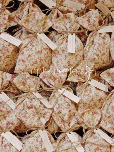 Φλοράλ μπομπονιέρα πουγκί: ΚΩΔ PG036