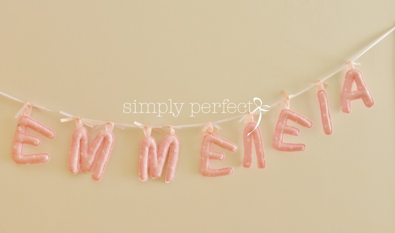 Χειροποiητο banner με το όνομα του μωρού σας για διακόσμηση κολυμπήθρας, candy bar αλλά κ για το παιδικό δωμάτιο.  http://www.simplyperfect.gr/eidi-diakosmisis/