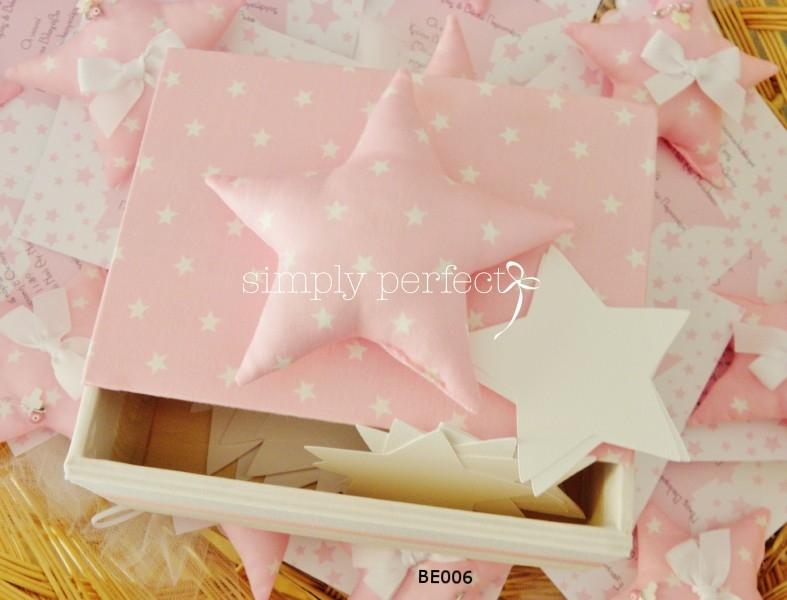 Ξύλινο κουτί ευχών ντυμένο με ύφασμα της επιλογής σας και με καρτελάκια σε σχήμα αστεριού: ΚΩΔ ΒΕ006
